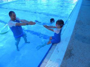 קורס מדריכי שחייה לילדים: הסתגלות למים