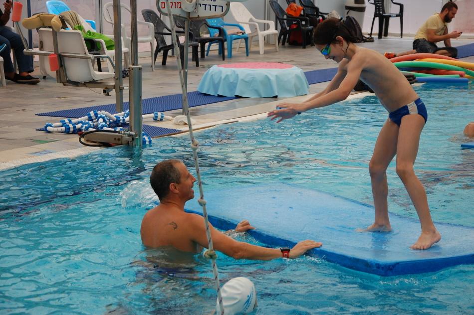 בטיחות למדריכי שחייה - שימוש באביזרים